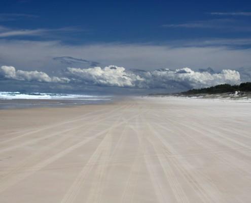 Endless-Beaches-at-Stradbroke-Island