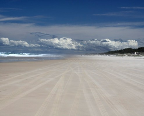 Endless-Beaches-at-Stradbroke-Island